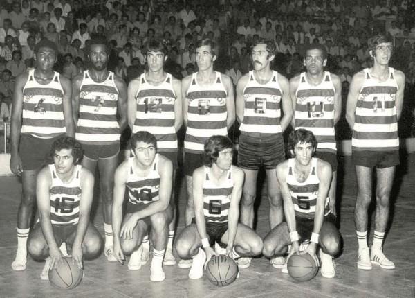 Rui Pinheiro (n11),com a equipa do Sporting de ourenco Marques, na epoca de 1971(ASF)