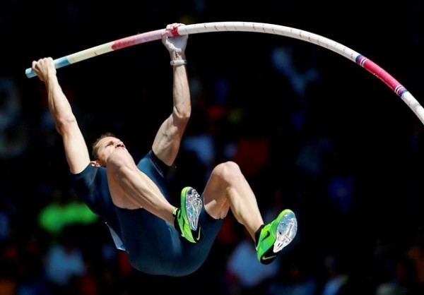 EUGENE, OR - JUNE 01: Renaud Lavillenie of France competes in the pole vault during day 2 of the IAAF Diamond League Prefontaine Classic on June 1, 2013 at the Hayward Field in Eugene, Oregon.   Jonathan Ferrey/Getty Images/AFP == FOR NEWSPAPERS, INTERNET, TELCOS & TELEVISION USE ONLY ==
