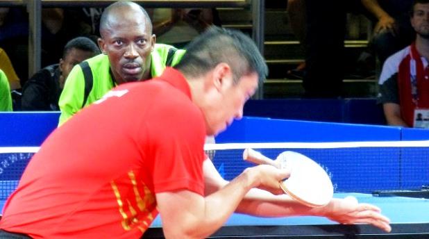 Jogadores de ténis de mesa abusam da habilidade e fazem jogada épica. Assista!