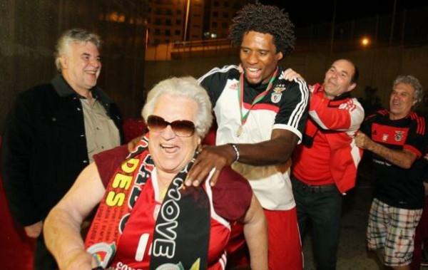 BASQUETEBOL - Carlos Andrade na festa do Benfica apos ter conseguido sagrar-se Campeao Nacional de Basquetebol 2014/2015. Estadio da Luz, em Lisboa. Sabado, 30 de Maio de 2015. (Miguel Nunes/ASF) BENFICA BASQUETEBOL FESTA
