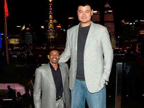 ¿Cuánto mide Muggsy Bogues? - Real height FotosMuggsyBogues_3