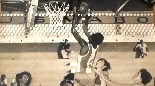 ADIVINHA QUEM SÃO! - Jogo entre duas antigas equipas do basquetebol de formação em Moçambique...