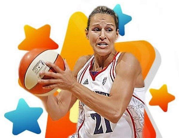 A figueirense Ticha Penicheiro recebe anel exclusivo da WNBA