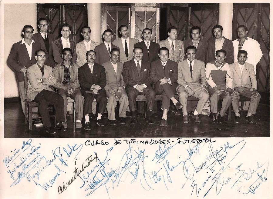 Baú das Memórias: Curso de treinadores de futebol dado por Otto Glória em Moçambique